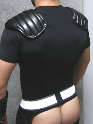 Maskulo Men's Fetish T-Shirt Spandex Shoulder Pads Black